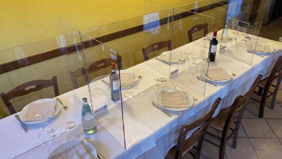 Parois en plexiglas en Italie DR